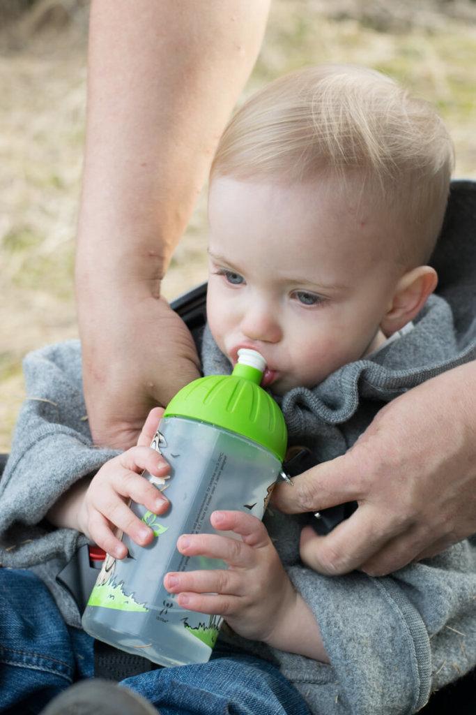 ISYbe Kindertrinkflasche mit Kleinkind